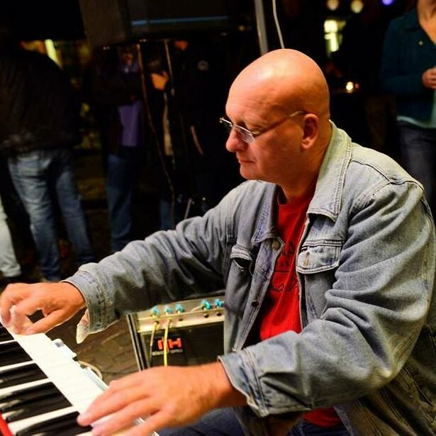 Hans Kunst playing his Nordlead